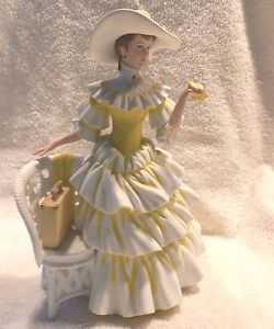 1990 Avon Mrs Albee President Club Award Lady Figurine