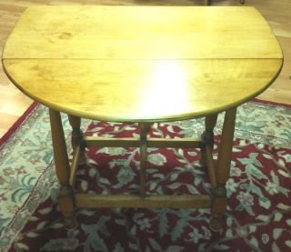 Antique Maple Double Butterfly Drop Leaf End Occasional Table Nice