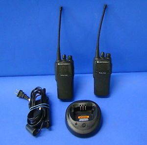 2 Motorola Handie Walkie Talkie 2 Way Radio AAH50RDC9AA1AN