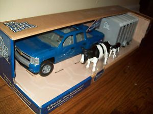 Ertl 1 16 Blue Chevy Pickup Truck and Livestock Cattle Horse Trailer Farm Toys