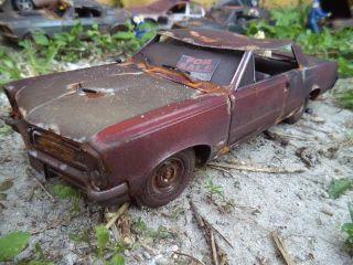 Weathered Rusted 1965 Pontiac GTO Unrestored Junker 1 18 Custom Demolition Derby