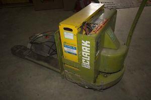 Clark Lift Floor Jack P40C Working Batteries Good Includes Charger