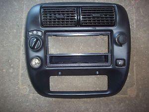 98 99 00 01 02 03 04 05 Ford Explorer Radio Stereo Climate Dash Bezel Panel