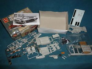 Plastic Model Kit AMT 1970 Chevelle SS 454 Muscle Car 1 25 Scale Kit 2004 China