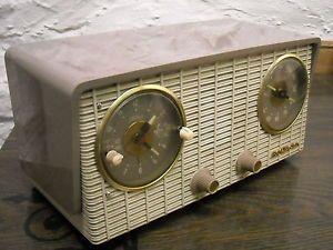 Vintage 1954 RCA Victor Clock Radio Excellent Condition