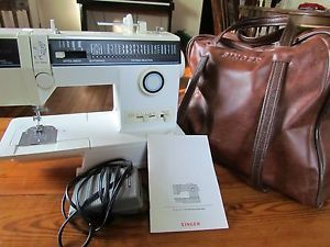 Singer Sewing Machine Model 4562 w Manual Accessories Leather Carrying Case
