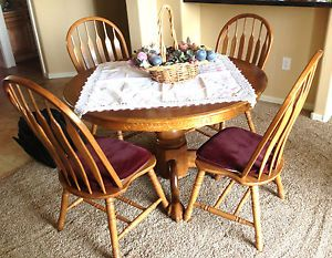 Round Oak Table 4 Chairs with Leaf Insert