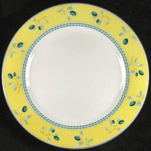 Royal Doulton Blueberry China Dinnerware Three PC