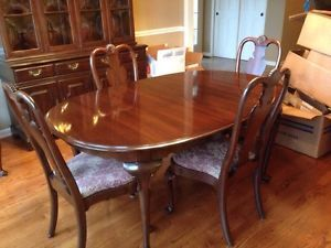Ethan Allen Georgian Court Dining Room Table 4 Chairs Hutch Pads 2 Leaves