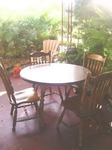 Solid Wood Round Oak Dining Table w 4 Chairs