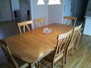Solid Maple Dining Room Table w 6 Chairs