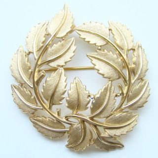 Vintage Crown Trifari Large Stylized Leaf Brooch Pin Gold Tone Signed