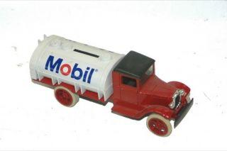 "Ertl ""1931 Hawkeye"" Mobile Truck ""Bank"" New"