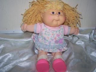 1990 Signed Cabbage Patch Kids Vintage Blonde Brown Eyes Girl Yarn Hair Cute