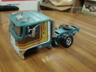 International 9670 COE Road Tractor Semi Truck Rebuilder Ertl 1 32