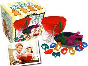 New Chidren's Baking Set 18pc Real Kitchen Play Cakes Cookies Pan Cup