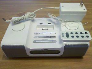 iHome IH5 Clock Radio iPod iPhone Dock Docking Station Speakers White Remote