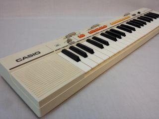 Vintage Casio Casiotone MT 35 Electronic Keyboard w AC Adapter Case