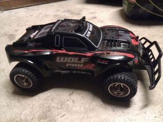 New Bright Wolf Pro RC Remote Control Car Missing Battery Cover Works