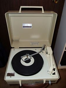 Vintage General Electric GE Solid State Automatic Record Player