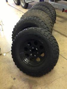 "Toyota Tacoma 33"" BFG Mud Terrain KM2 Tires 17"" Wheels 285 75 R17"