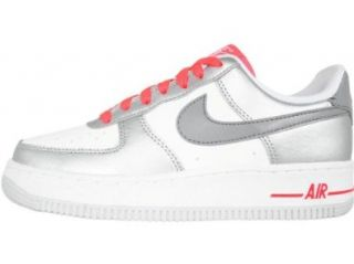 Nike Air Force 1 (GS) Youth Basketball Shoes (White/Mtlc Cl gry Mtllc Slvr S) 6y: Shoes