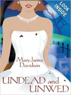 Undead and Unwed: Mary Janice Davidson: 9781597221108: Books